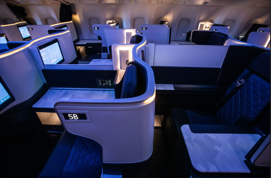 International Flight Business Class Flight to Paris